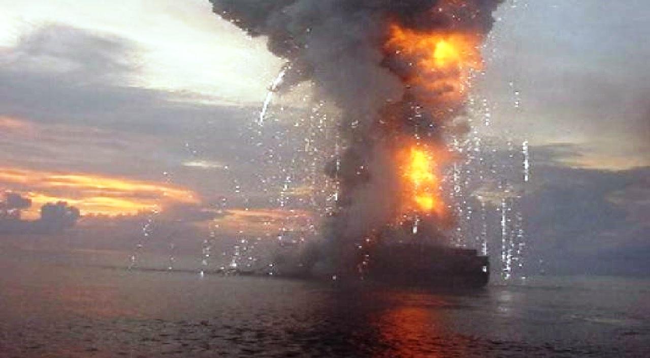 إنفجار سفينة إسرائيلية في خليج عمان