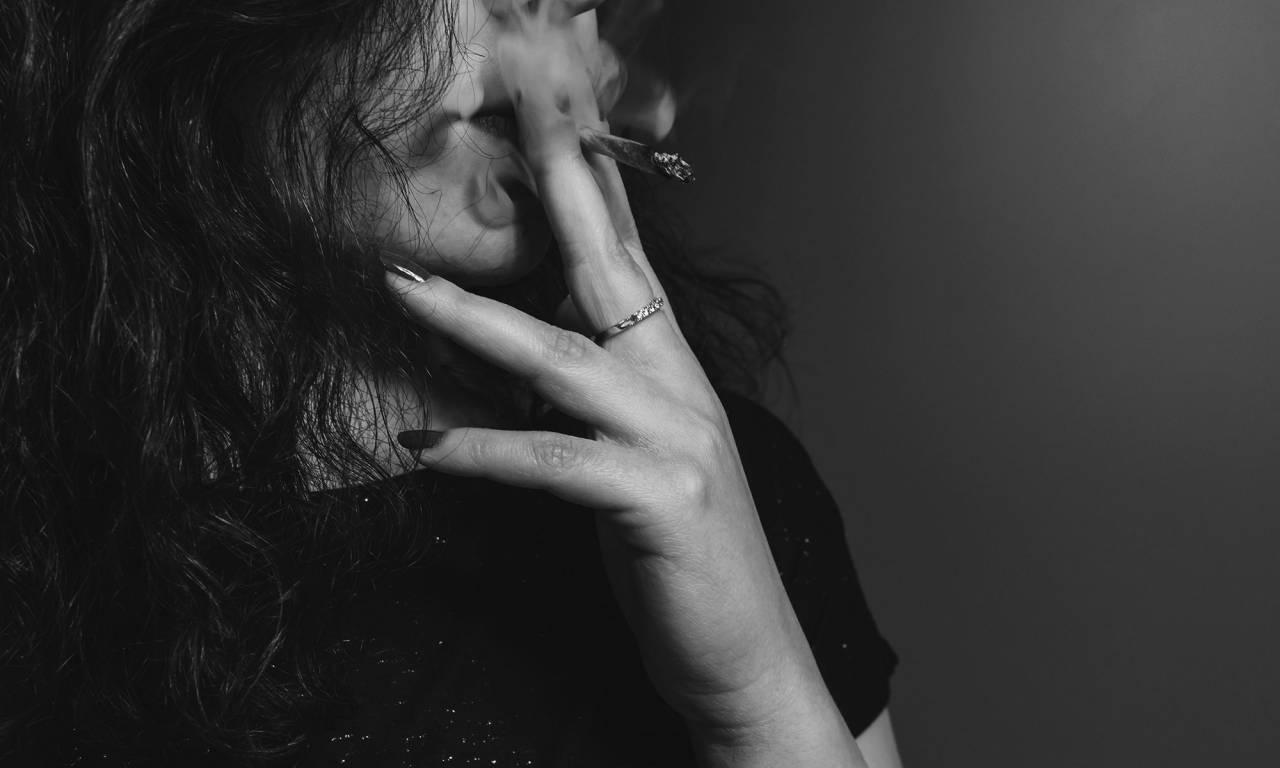 تدخين المخدرات ينهي حياة فتاة ويدخل آخر في غيبوبة بسلا