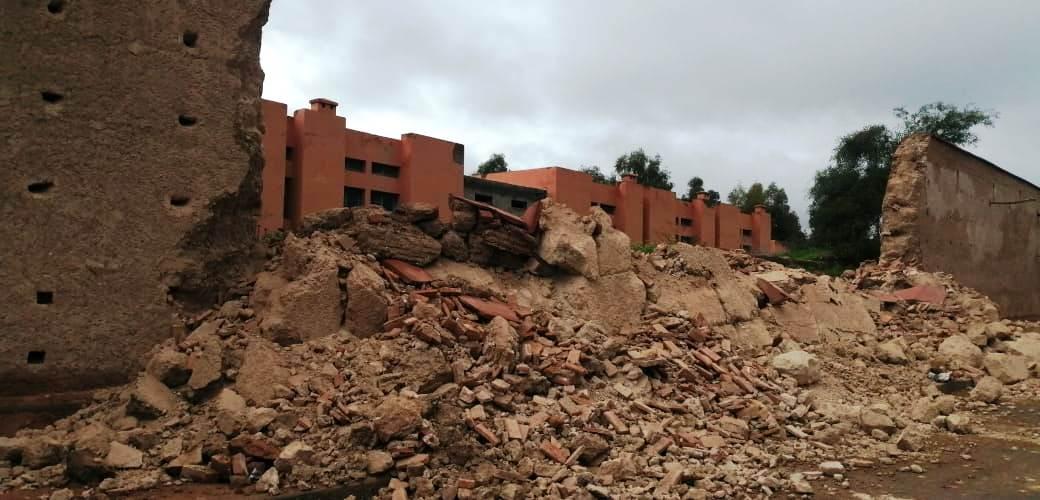 دمنات.. إنهيار جزء من سور دمنات بسبب الأمطار التي عرفتها المنطقة