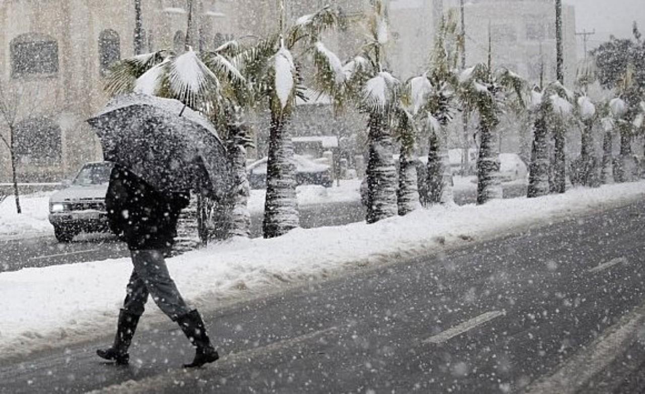 أمطار قوية وثلوج مرتقبة بعدد من المناطق المغربية خلال الأحد والإثنين