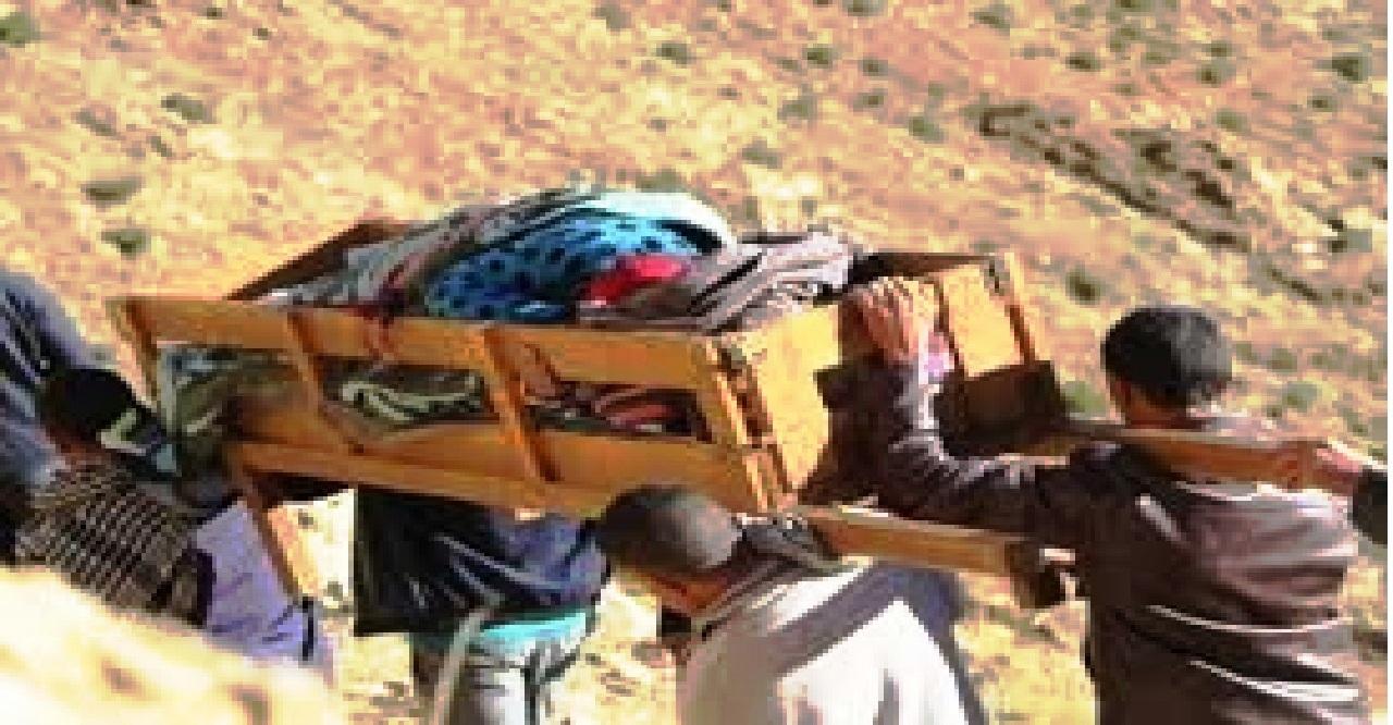 فيديو حمل سيدة على نعش بأعالي إقليم أزيلال يخلق الجدل على مواقع التواصل ورئيس جماعة يوضح