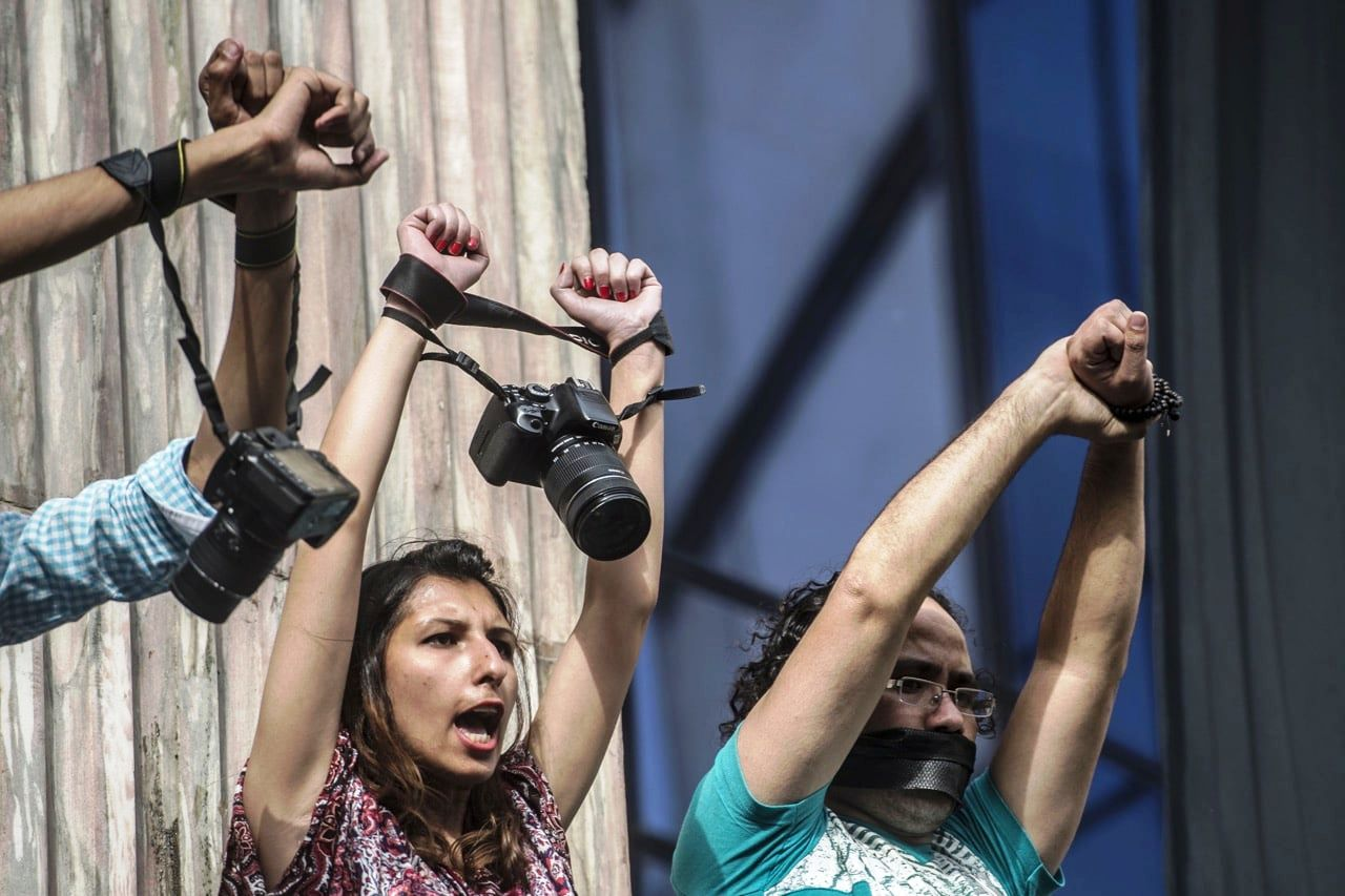النقابة الوطنية للصحافة المغربية تنبه العناصر المشاركة في إنقاذ القانون لضرورة احترام عمل الصحافيات والصحافيين