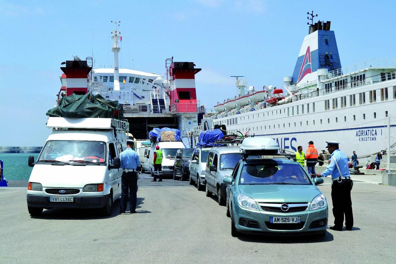 ميناء طنجة المتوسطي.. توقيف 18 شخصا ينتمون لشبكة دولية لتهريب المخدرات
