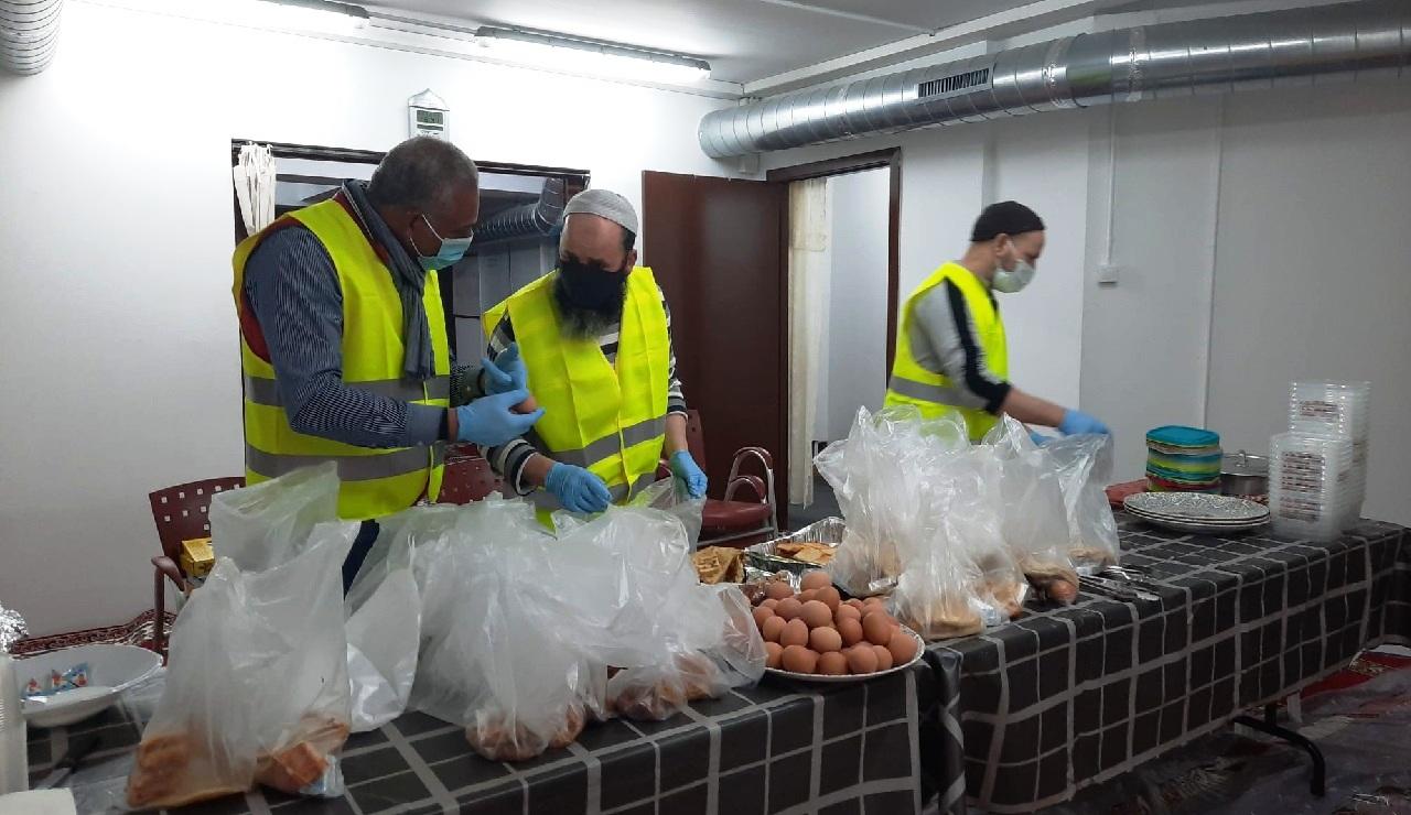 """""""الجمعية الإسلامية نوباريس بكتالونيا"""" تقدم """"وجبات إفطار للجالية المسلمة"""""""