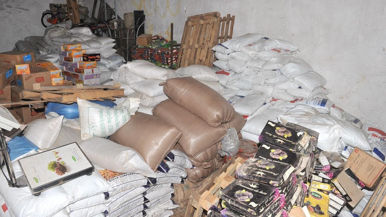 السلطات الأمنية تحجز أطنانا من المواد الغذائية الفاسدة ضواحي البيضاء