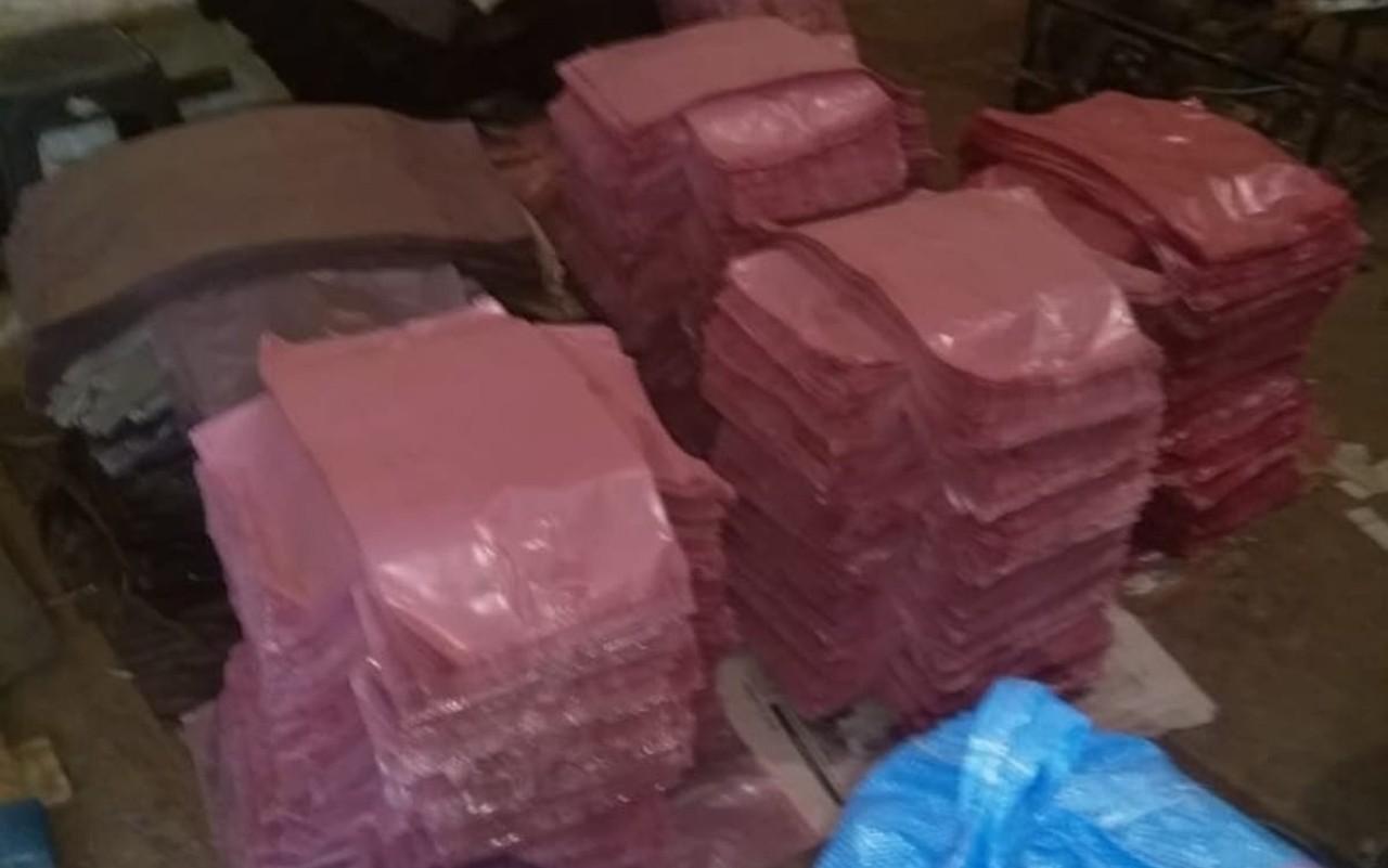 السلطات المغربية تداهم معملا سريا لصناعة الأكياس البلاستيكية ببنسليمان