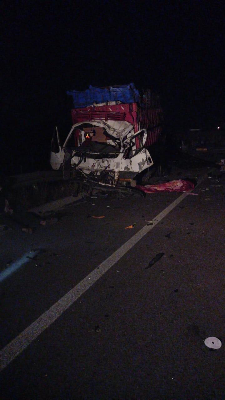 بالصور: قتيلان وثلاثة جرحى إثر حادث سير مميت بالطريق السيار ضواحي العرائش