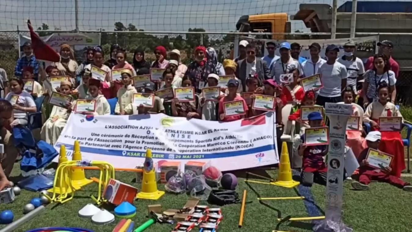 جمعية تعزيز التعاون المغربي الكوري تشرف بالقصر الكبير على تسليم معدات رياضية لجمعية أجيال