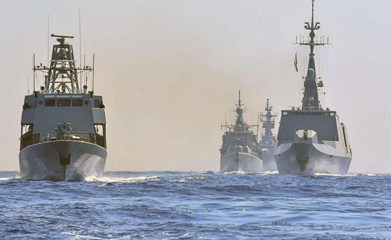 البحرية الملكية  تشارك في أضخم مناورات عسكرية