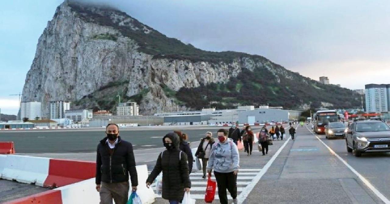 مغاربة جبل طارق يطالبون الحكومة بفتح خط بحري وجوي نحو طنجة