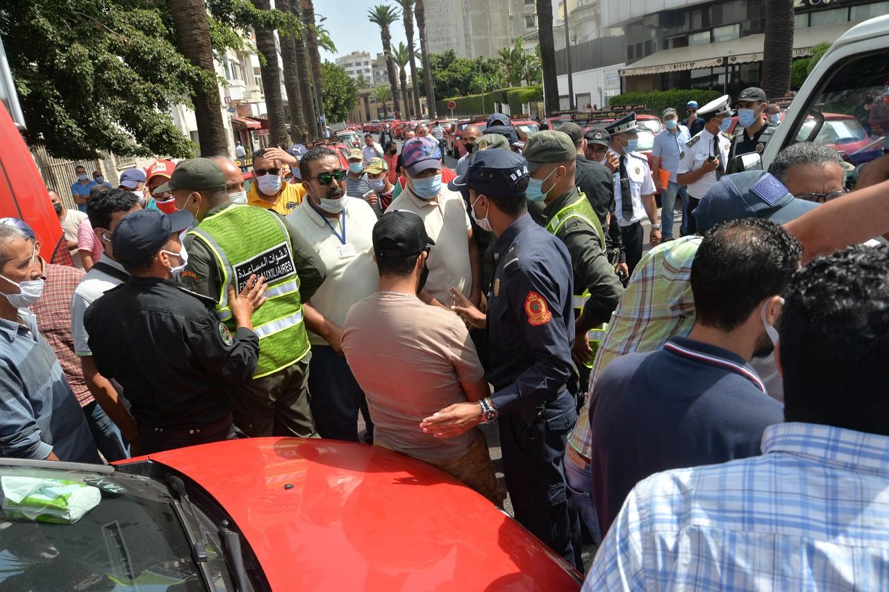 السلطات تسمح لسيارات الأجرة الكبيرة بنقل أربعة ركاب بدلا من ثلاثة بالبيضاء