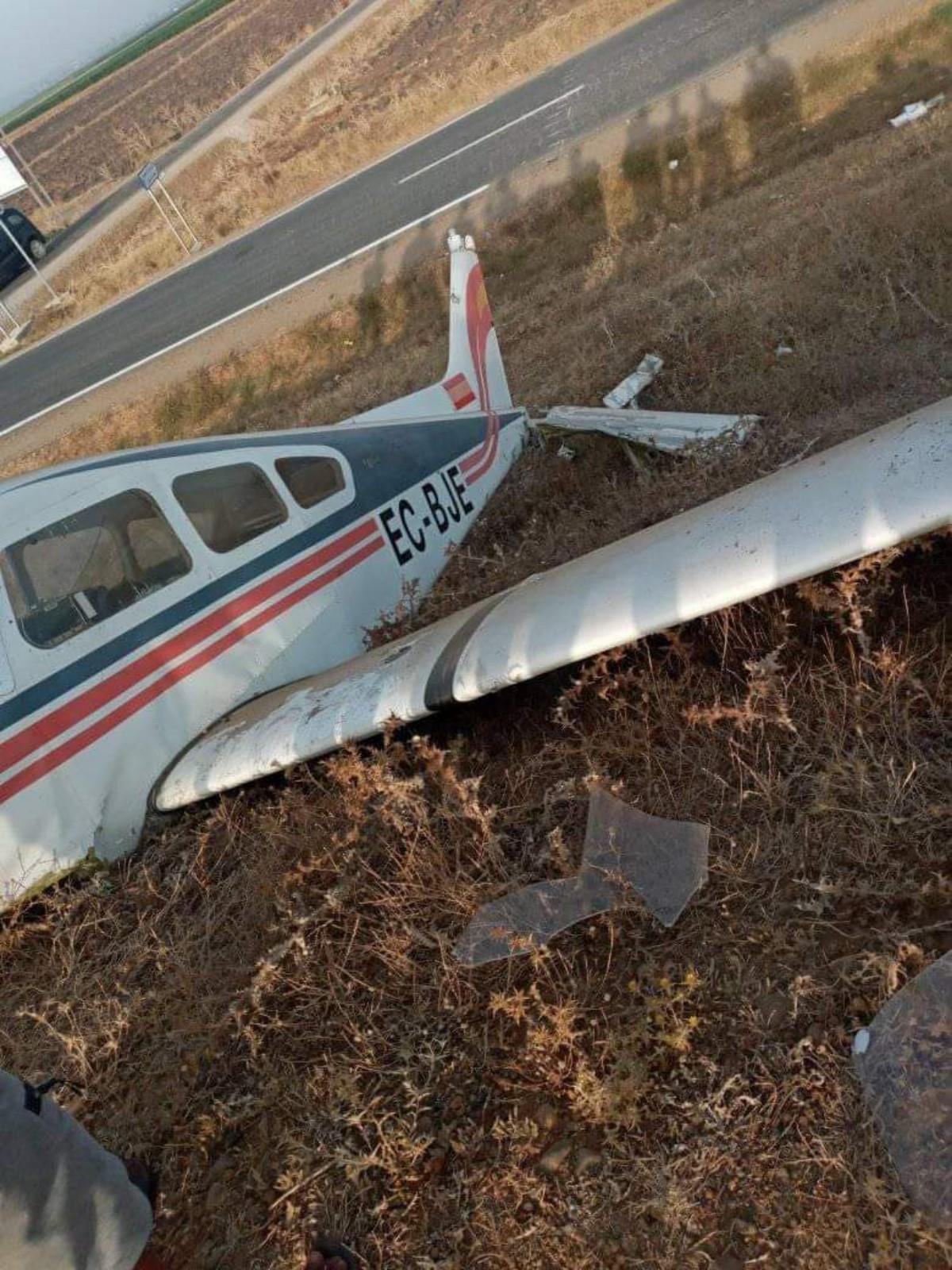 بالصور: سقوط طائرة خفيفة مشبوهة قريبا من مدينة القصر الكبير