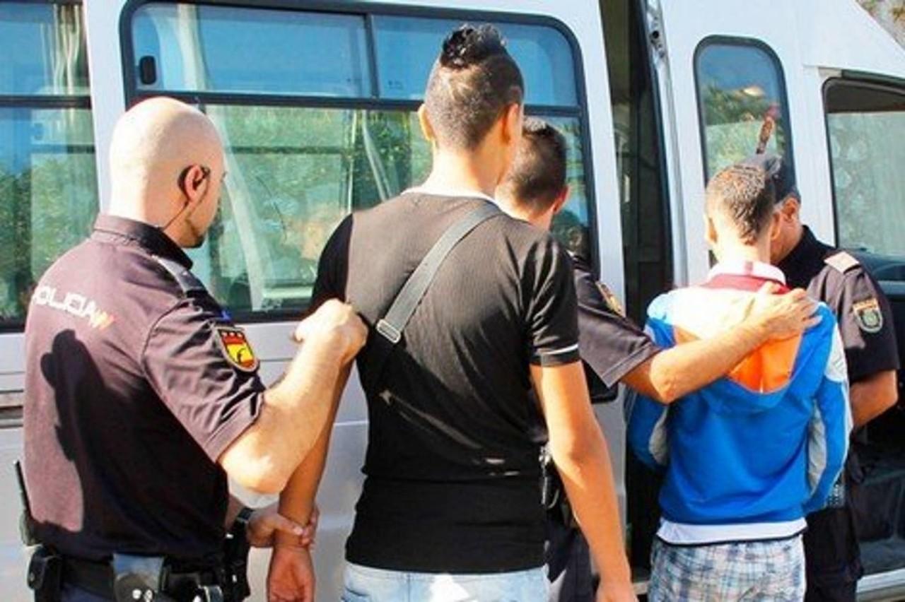سلطات مدريد ترحل دفعة ثانية  من القاصرين المغاربة من سبتة إلى المملكة