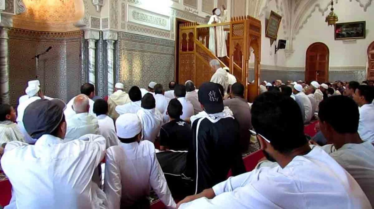 وزارة الأوقاف تحث على ضمان حياد المساجد والقائمين عليها في الانتخابات التشريعية المقبلة