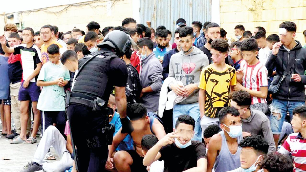 الآلاف من الأطفال والشباب يقصدون مدينة الفنيدق بسبب إشاعة متداولة