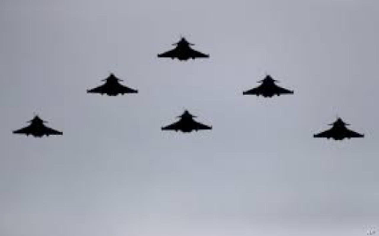 الجزائر تمنع الطيران العسكري الفرنسي من دخول مجالها الجوي