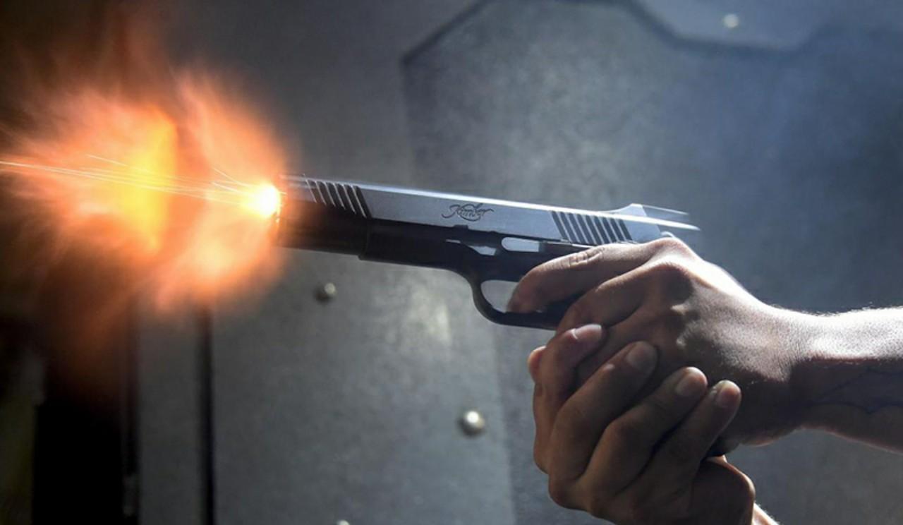 طفل رضيع ينهي حياة والدته بطلقة نارية