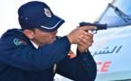 موظف أمن يشهر سلاحه الوظيفي بالبيضاء لهذا السبب