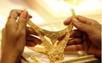أسعار الذهب تسجل قفزة كبيرة وتراجع الدولار