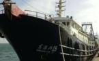 شكوك تحوم حول سفينة من الحجم الكبير محتجزة في ميناء الداخلة المدني