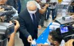 الدكتور نزار بركة الأمين العام لحزب الاستقلال يُدلي بصوته